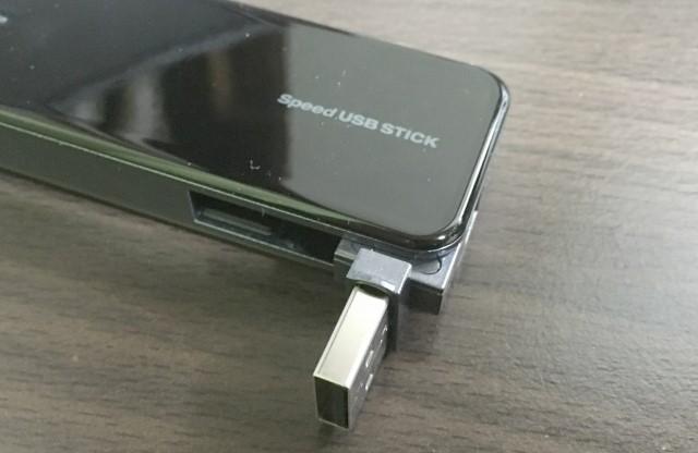 Speed USB STICK U01のUSB端子を90度だし回転させた画像