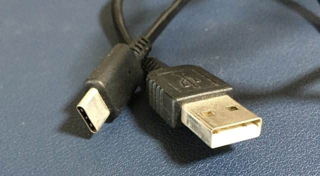 クレードルの有線ケーブル