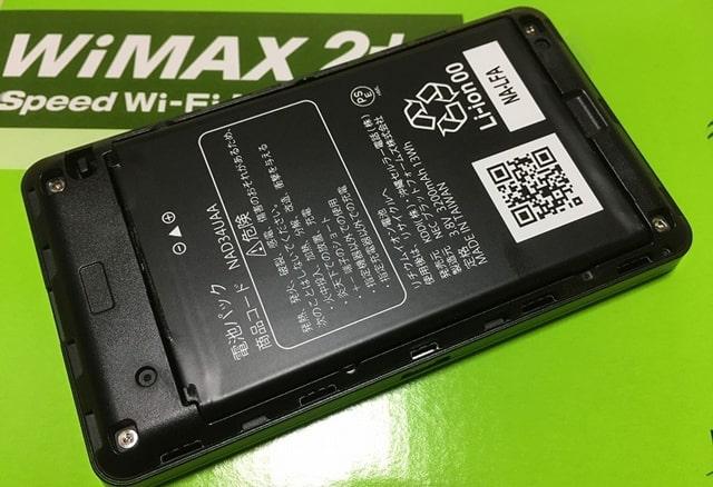 WX06にバッテリーをセット
